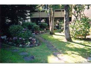 Photo 2: 109 1010 Bristol Rd in VICTORIA: SE Quadra Condo for sale (Saanich East)  : MLS®# 269144