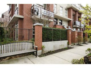 Photo 2: 218 E 12 Avenue in Vancouver: Mount Pleasant VE Townhouse for sale (Vancouver East)  : MLS®# V1054641