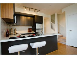 Photo 8: 218 E 12 Avenue in Vancouver: Mount Pleasant VE Townhouse for sale (Vancouver East)  : MLS®# V1054641
