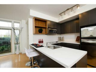 Photo 11: 218 E 12 Avenue in Vancouver: Mount Pleasant VE Townhouse for sale (Vancouver East)  : MLS®# V1054641