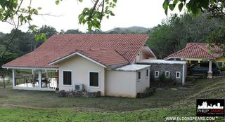 Photo 2: Large beautiful house in Brisas de Los Lagos, near La Chorrera