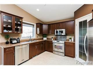 Photo 3: 73 Laurel Ridge Drive in Winnipeg: River Heights / Tuxedo / Linden Woods Single Family Detached for sale (South Winnipeg)  : MLS®# 1511713