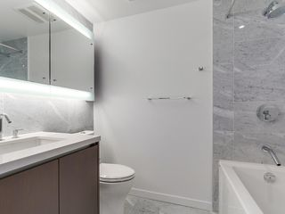 Photo 4: 715 68 Smithe Street in Vancouver: Yaletown Condo for sale (Vancouver West)  : MLS®# R2093-19