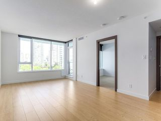 Photo 3: 715 68 Smithe Street in Vancouver: Yaletown Condo for sale (Vancouver West)  : MLS®# R2093-19