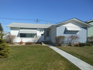 Photo 1: 59 Belcourt Bay in WINNIPEG: Westwood / Crestview Residential for sale (West Winnipeg)  : MLS®# 1206885