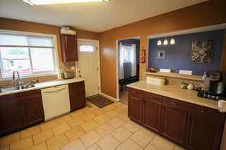 Photo 9: Gorgeous Bi-Level in Mission Gardens - $289,900