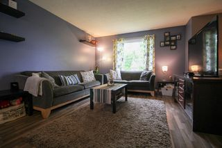 Photo 3: Gorgeous Bi-Level in Mission Gardens - $289,900
