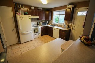Photo 8: Gorgeous Bi-Level in Mission Gardens - $289,900