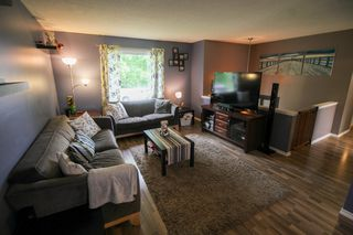 Photo 4: Gorgeous Bi-Level in Mission Gardens - $289,900