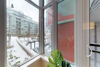 "Photo 4: 204 38 W 1ST Avenue in Vancouver: False Creek Condo for sale in ""THE ONE"" (Vancouver West)  : MLS®# R2430089"