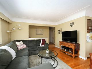 Photo 3: 242 Helmcken Rd in : VR View Royal Single Family Detached for sale (View Royal)  : MLS®# 855942