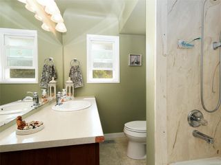 Photo 9: 242 Helmcken Rd in : VR View Royal Single Family Detached for sale (View Royal)  : MLS®# 855942