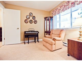"Photo 5: 208 13965 16TH Avenue in Surrey: Sunnyside Park Surrey Condo for sale in ""WINDSOR HOUSE"" (South Surrey White Rock)  : MLS®# F1305282"