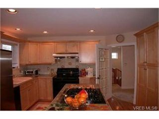Photo 7: 4212 Oakview Pl in VICTORIA: SE Lambrick Park Single Family Detached for sale (Saanich East)  : MLS®# 348217