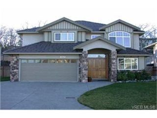 Photo 1: 4212 Oakview Pl in VICTORIA: SE Lambrick Park House for sale (Saanich East)  : MLS®# 348217