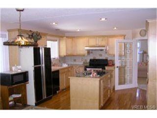 Photo 2: 4212 Oakview Pl in VICTORIA: SE Lambrick Park Single Family Detached for sale (Saanich East)  : MLS®# 348217