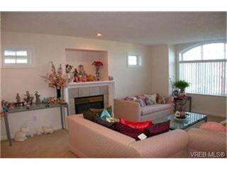 Photo 5: 4212 Oakview Pl in VICTORIA: SE Lambrick Park Single Family Detached for sale (Saanich East)  : MLS®# 348217