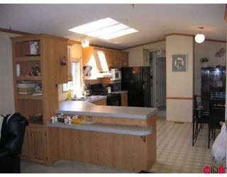 "Photo 4: 35 8254 134 ST in Surrey: Queen Mary Park Surrey Manufactured Home for sale in ""Westwood Estates"" : MLS®# F2616657"