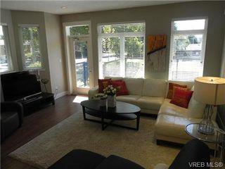 Photo 3: 1 2918 Shelbourne Street in VICTORIA: Vi Oaklands Townhouse for sale (Victoria)  : MLS®# 341018