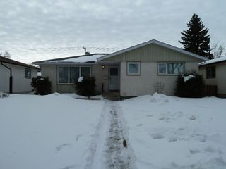 Photo 1: 330 Southall Drive in Winnipeg: Single Family Detached for sale : MLS®# 1604227