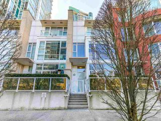 Photo 1: 188 BOATHOUSE MEWS in Vancouver: Yaletown Townhouse for sale (Vancouver West)  : MLS®# R2048357