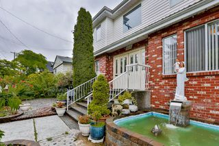 Photo 3: 906 E 30TH AVENUE in Vancouver: Fraser VE House for sale (Vancouver East)  : MLS®# R2087322