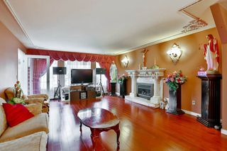 Photo 4: 906 E 30TH AVENUE in Vancouver: Fraser VE House for sale (Vancouver East)  : MLS®# R2087322