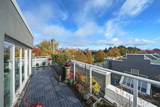 """Photo 2: 2243 OAK Street in Vancouver: Fairview VW Townhouse for sale in """"THE SIXTH ESTATE"""" (Vancouver West)  : MLS®# R2429333"""