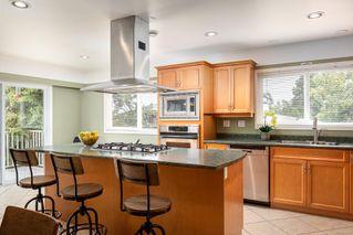 Photo 8: 2015 Pelly Pl in : OB Henderson House for sale (Oak Bay)  : MLS®# 856829