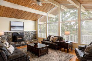 Photo 4: 2015 Pelly Pl in : OB Henderson House for sale (Oak Bay)  : MLS®# 856829