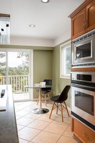 Photo 7: 2015 Pelly Pl in : OB Henderson House for sale (Oak Bay)  : MLS®# 856829