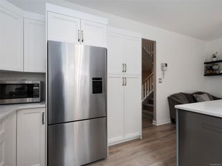 Photo 9: 2 341 Oswego St in : Vi James Bay Row/Townhouse for sale (Victoria)  : MLS®# 857804