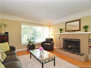 Photo 2: 3156 Mars St in VICTORIA: Vi Mayfair House for sale (Victoria)  : MLS®# 650877