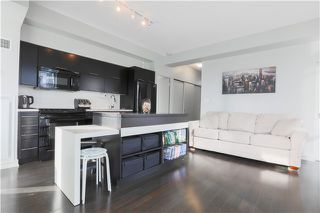 Photo 3: 126 Simcoe St Unit #1808 in Toronto: Waterfront Communities C1 Condo for sale (Toronto C01)  : MLS®# C3683165