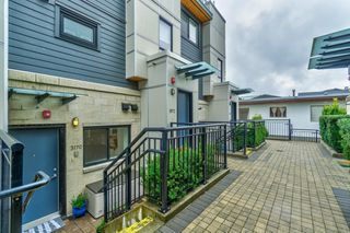 """Photo 2: 3170 PRINCE EDWARD Street in Vancouver: Mount Pleasant VE Townhouse for sale in """"SIXTEEN EAST"""" (Vancouver East)  : MLS®# R2404274"""