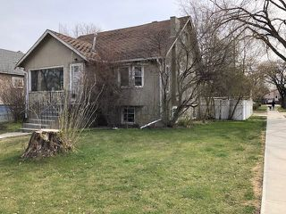 Photo 2: 9303 92 Street in Edmonton: Zone 18 House for sale : MLS®# E4176452