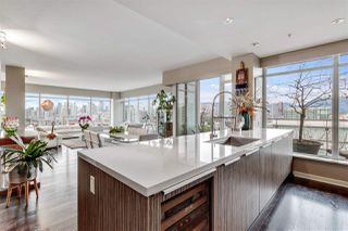"""Photo 8: 1401 1661 ONTARIO Street in Vancouver: False Creek Condo for sale in """"Millennium Water"""" (Vancouver West)  : MLS®# R2521704"""