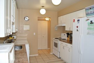 "Photo 4: 127 14165 104TH Avenue in SURREY: Whalley Townhouse for sale in ""HAWTHORNE PARK"" (North Surrey)  : MLS®# F1215456"