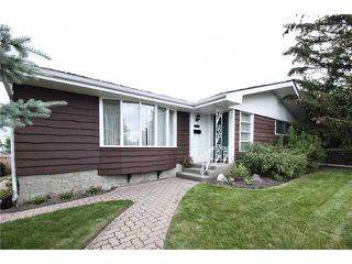 Photo 2: 5907 LAKEVIEW Drive SW in CALGARY: Lakeview Residential Detached Single Family for sale (Calgary)  : MLS®# C3533676