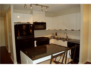 """Photo 3: 801 151 W 2ND Street in North Vancouver: Lower Lonsdale Condo for sale in """"SKY"""" : MLS®# V975019"""
