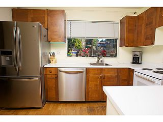 "Photo 3: 865 OLD LILLOOET Road in North Vancouver: Lynnmour Townhouse for sale in ""LYNNMOUR VILLAGE"" : MLS®# V991952"