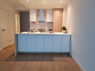 """Photo 2: 2701 4670 ASSEMBLY Way in Burnaby: Metrotown Condo for sale in """"STATION SQAURE"""" (Burnaby South)  : MLS®# R2401806"""