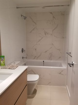 """Photo 5: 2701 4670 ASSEMBLY Way in Burnaby: Metrotown Condo for sale in """"STATION SQAURE"""" (Burnaby South)  : MLS®# R2401806"""