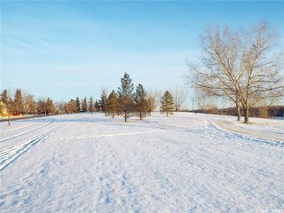 Photo 33: 331 Whiteswan Drive in Saskatoon: Lawson Heights Residential for sale : MLS®# SK795688