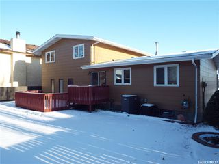 Photo 4: 331 Whiteswan Drive in Saskatoon: Lawson Heights Residential for sale : MLS®# SK795688