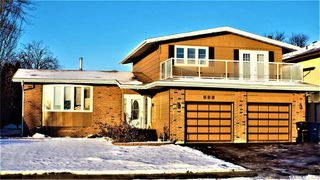 Photo 2: 331 Whiteswan Drive in Saskatoon: Lawson Heights Residential for sale : MLS®# SK795688