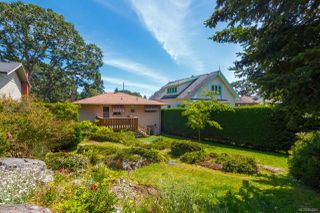 Photo 2: 2742 Roseberry Ave in : Vi Oaklands House for sale (Victoria)  : MLS®# 854051