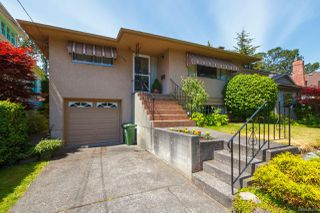 Photo 1: 2742 Roseberry Ave in : Vi Oaklands House for sale (Victoria)  : MLS®# 854051