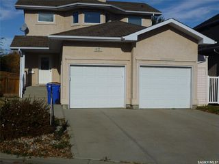 Photo 1: 17 castle Place in Regina: Whitmore Park Residential for sale : MLS®# SK828904