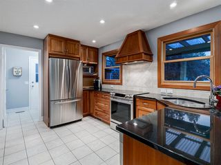 Photo 7: 211 Silvergrove Place NW in Calgary: Silver Springs Detached for sale : MLS®# A1042905
